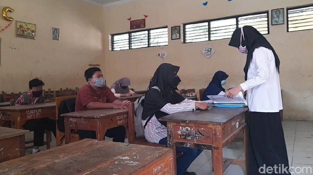 Kesulitan Belajar Online, SMP Brebes Ini Sekolah Tatap Muka Sembunyi-sembunyi