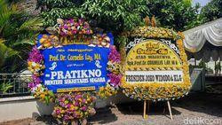 Guru Besar UGM Cornelis Lay Wafat, Jokowi Kirim Karangan Bunga