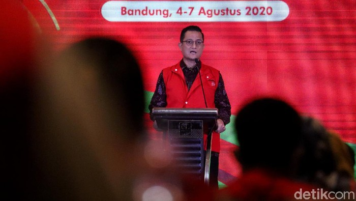 Mensos Juliari Batubara hadiri Workshop Penguatan Agen Perubahan. Kegiatan itu digelar dalam rangka Reformasi Birokrasi Kementerian Sosial di Kota Bandung.