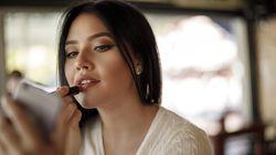 Hits di Lapak Online, Alat Penahan Agar Lipstik Rusak Saat Ketutup Masker
