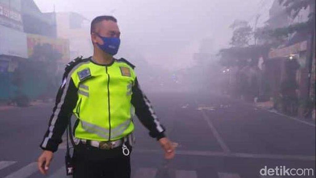 Nyaris 20 Jam, Kebakaran 3 Toko di Rembang Belum Bisa Dipadamkan