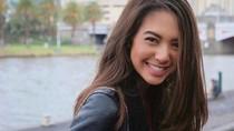 Gaya Aurelie Moeremans Tirukan Psikopat Cantik di Serial Killing Eve
