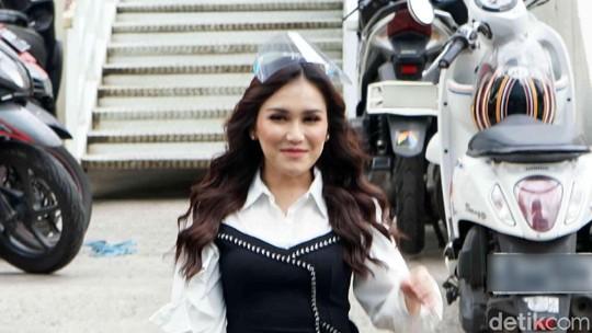 Dear Sule, Lihat Penampilan Ayu Ting Ting Ini Deh!