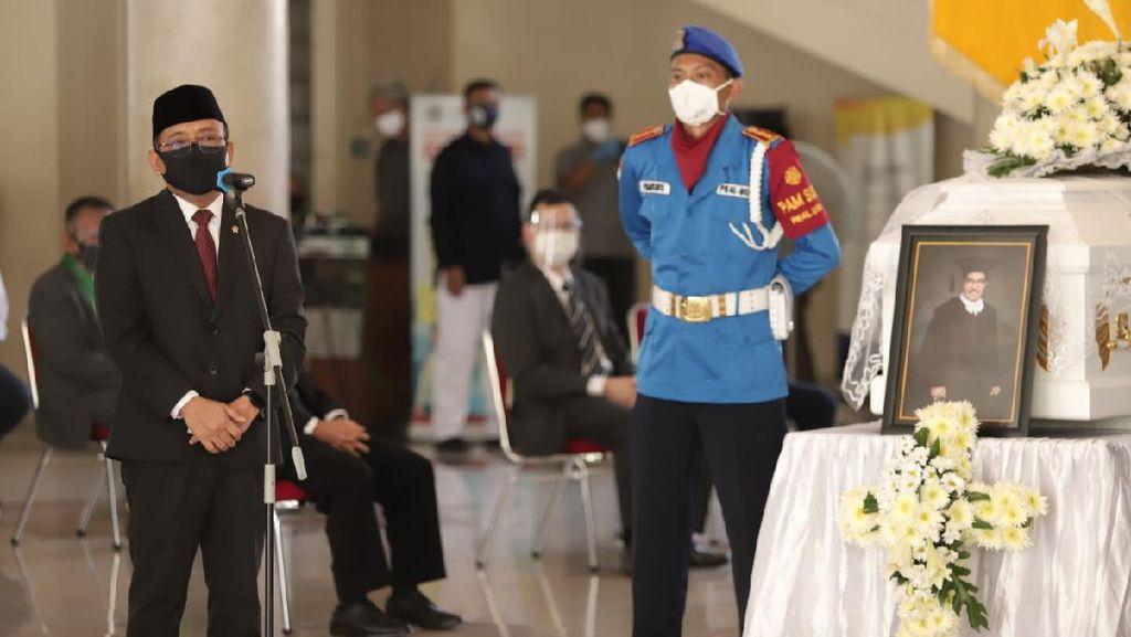 Pratikno Sampaikan Pesan Duka Jokowi Atas Wafatnya Cornelis Lay