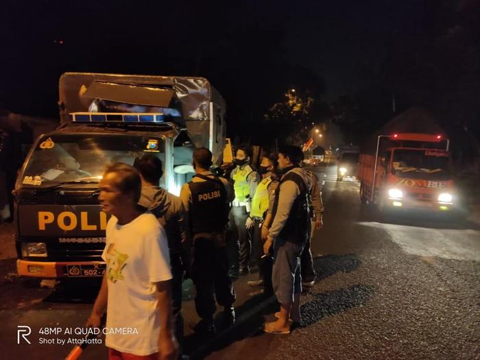 Iring-Iringan Mobil Polres Jember Kecelakaan Beruntun