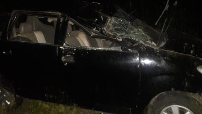 Kecelakaan mobil masuk jurang.