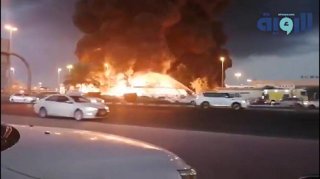 Pasar Ajman Uni Emirat Arab Terbakar Hebat, Netizen Kirimkan Doa