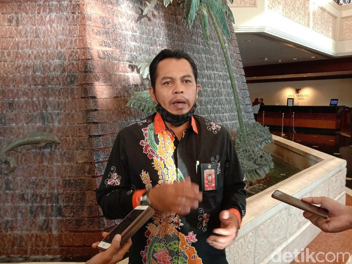 Tahapan kampanye dalam Pilkada Serentak 2020 akan dimulai pada 26 September sampai 5 Desember 2020. KPU Jawa Timur memperbolehkan kampanye akbar di tengah pandemi COVID-19.