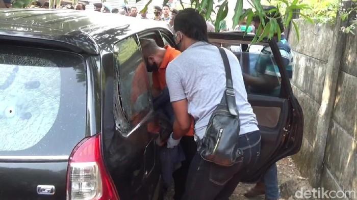Mayat Pria dalam Mobil di Purwakarta