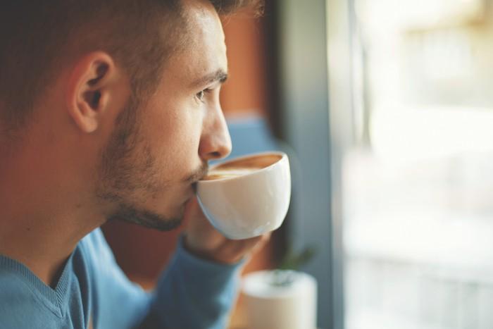 Minum lebih dari 4 cangkir kopi tiap hari