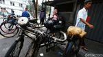 Ojek Sepeda Kota Tua Mencoba Bertahan di Tengah Pandemi