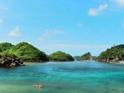 Selamat Pagi dari Pantai Teluk Asmoro Malang
