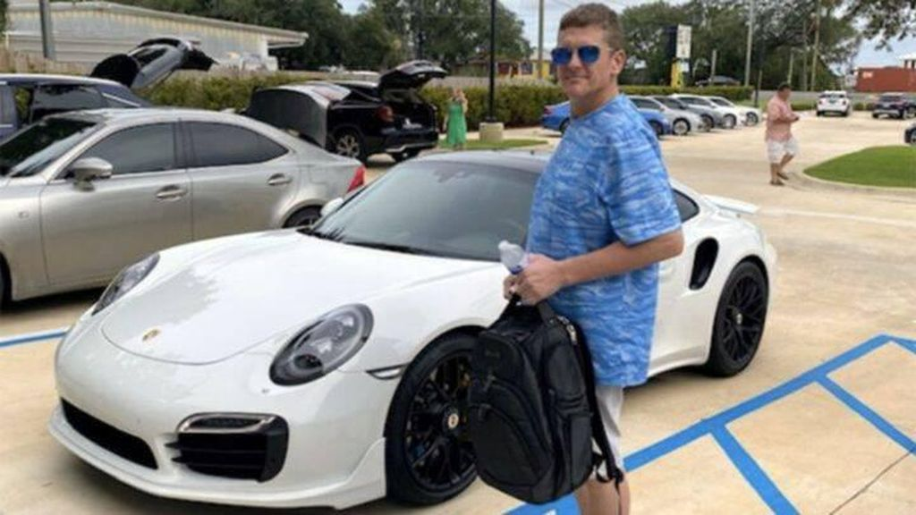 Waduh, Pria Ini Beli Porsche dan Jam Rolex Pakai Cek Palsu