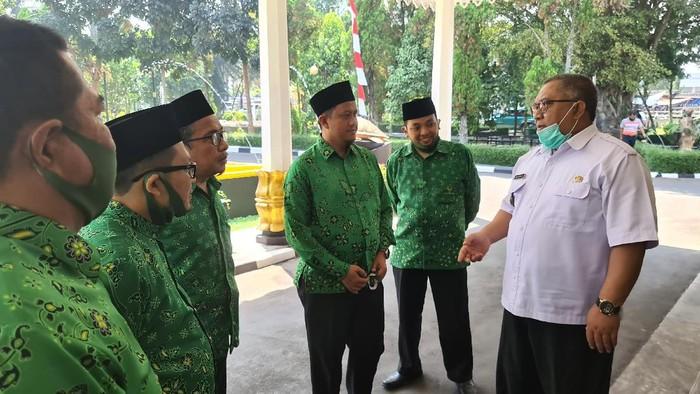 Pertemuan Bupati Sukabumi Marwan Hamami dengan perwakilan PUI.