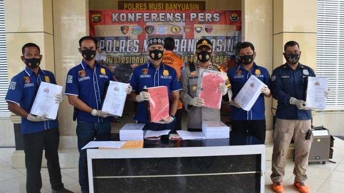Polisi limpahkan berkas kasus dugaan korupsi Eks Kadis PU Musi Banyuasin (Raja-detikcom)