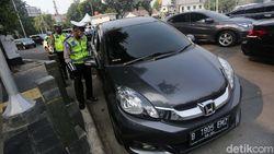 Polisi Siap Tilang Pelanggar Ganjil Genap di DKI Hari Ini