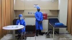 Simulasi uji klinis vaksin COVID-19 digelar di Kota Bandung. Uji klinis itu digelar untuk gambarkan alur pemberian vaksin virus Corona tersebut.