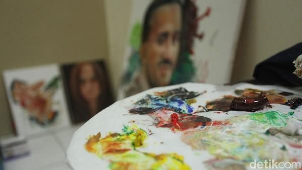 Disini terdapat beragam karya seperti seni lukis, seni patung, seni kriya dab buku sastra.
