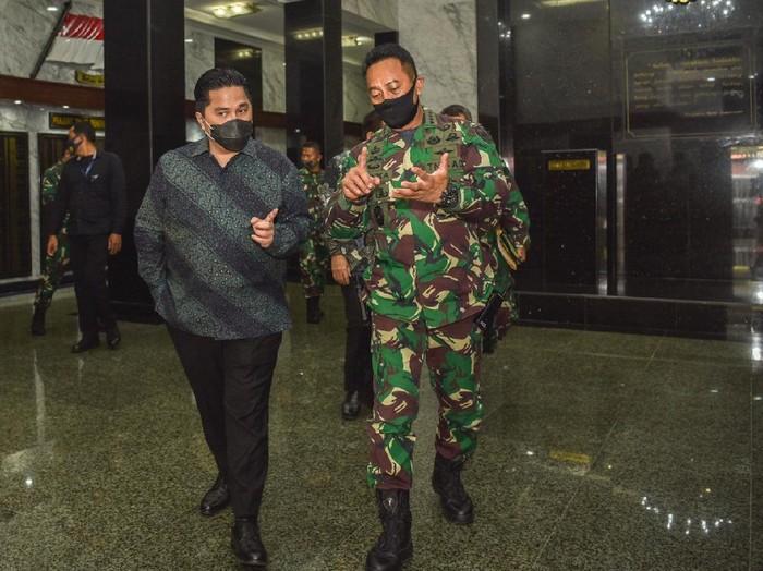 Ketua Pelaksana Komite Penanganan COVID-19 dan PEN Erick Thohir bertemu KSAD Jenderal Andika Perkasa.