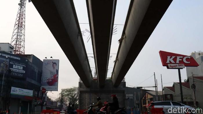 Girder pembangunan Flyover Jalan Jakarta, Kota Bandung, Jawa Barat sudah terpasang. Grider tersebut menghubungkan antara Jalan Jakarta menuju Jalan Supratman.
