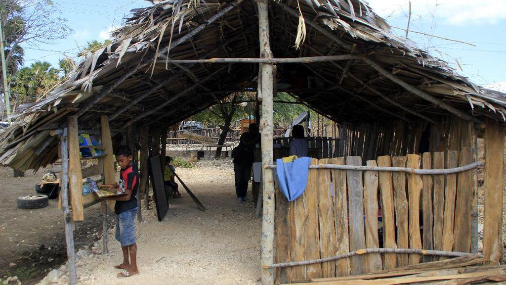 Gubuk Sederhana Ini Jadi Jendela Dunia Bagi Anak-anak di NTT