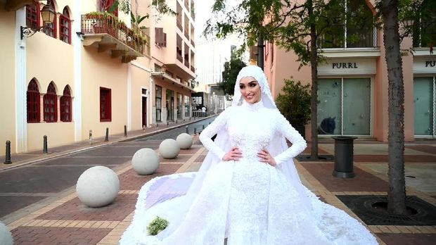 Israa Seblani, pengantin yang terhempas gelombang ledakan Lebanon saat pemotretan weddng.