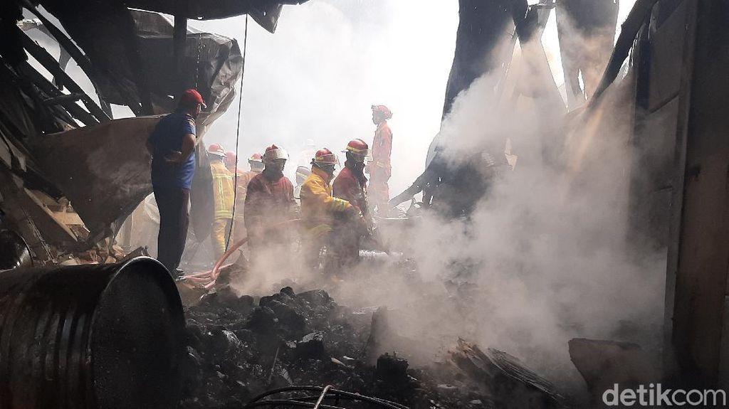 Kebakaran Pabrik di Sentul Diduga dari Percikan Api Mesin