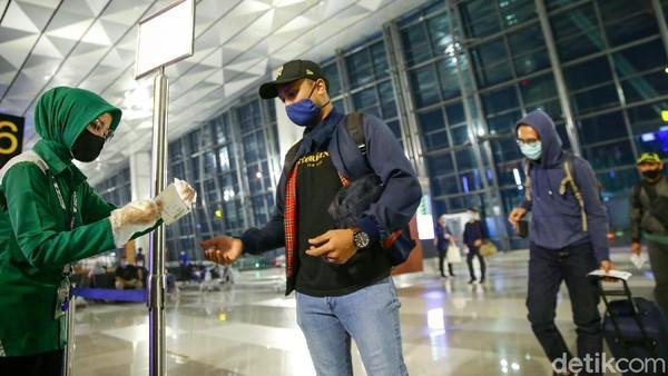 PT Angkasa Pura I, pengelola Bandara Ngurah Rai Denpasar, Bali melonggarkan persyaratan bagi penumpang yang ingin melakukan perjalanan udara. Pelonggaran persyaratan penerbangan ini berlaku mulai Minggu, 5 Juli 2020 lalu.
