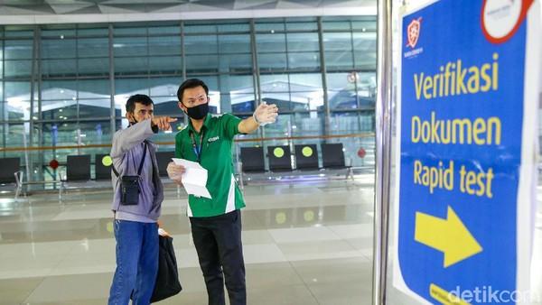 Salah satu syarat penerbangan rute domestik di Bandara Ngurah Rai, Denpasar, Bali, adalah menunjukkan identitas diri (KTP atau tanda pengenal lain yang sah), menunjukkan surat keterangan uji tes PCR dengan hasil negatif atau surat keternagan hasil uji Rapid Test dengan hasil non-reaktif, dengan masa berlakuk 14 hari sejak tanggal diterbikan.