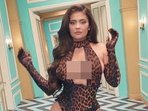 Dihujat Fans, Cardi B Ungkap Alasan Ajak Kylie Jenner di Video Klip WAP