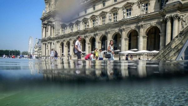 Suhu di Prancis diperkirakan akan mencapai 37 derajat Celcius (98 Fahrenheit) dalam beberapa hari ke depan. AP Photo/Rafael Yaghobzadeh