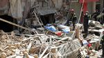 Foto Aksi Petugas Mencari Korban Ledakan di Beirut
