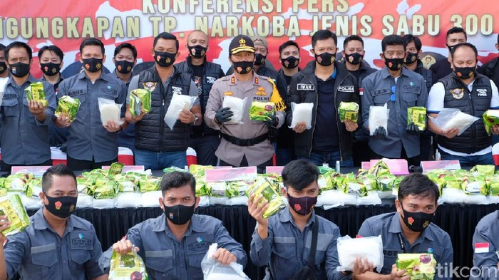 Polda Kalsel merilis pengungkapan sabu 300 kg asal Malaysia yang coba diselundupkan ke Banjarmasin (M Risanta/detikcom)
