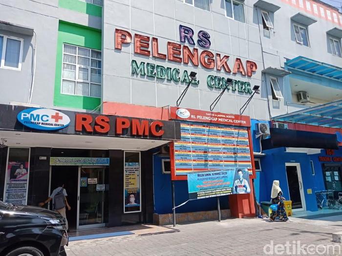 Seorang ibu melahirkan sendiri di Rumah Sakit Pelengkap Medical Center (RS PMC) Jombang. Akibatnya, bayi perempuan yang dia lahirkan meninggal.