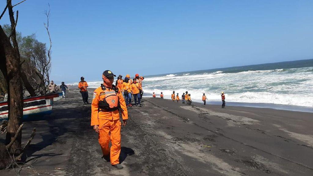 Pencarian 5 Wisatawan Terseret Ombak Pantai Goa Cemara Hari Kedua Nihil