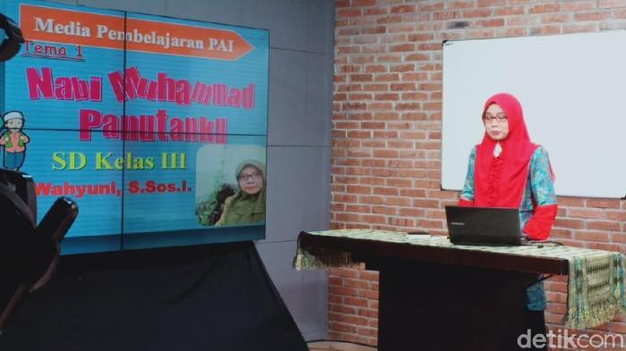 TV Lokal Surabaya Bikin Siaran untuk Belajar dari Rumah