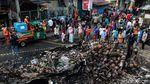 Puing-puing Sisa Kebakaran Pasar Timbul jadi Tontonan Warga