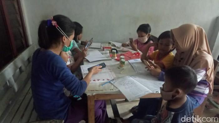 Warung Pecel di Blitar Bantu Belajar Online