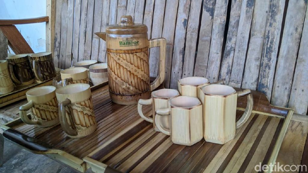 Perajin di Ponorogo Bikin Paket Alat Minum dari Bambu