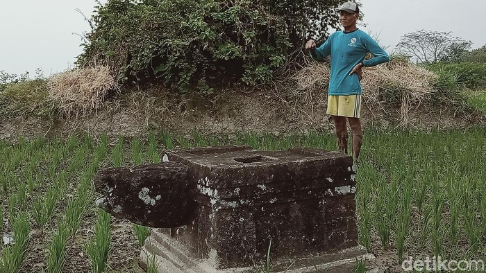 Batu diduga Yoni yang terdampak proyek tol di Klaten, Sabtu (8/8/2020).