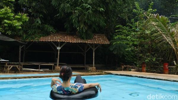 Belum banyak orang yang tahu keberadaan kolam renang tanpa kaporit di Bandung, namanya Kolam Renang Paniisan Cippu. (Siti Fatimah/detikcom)