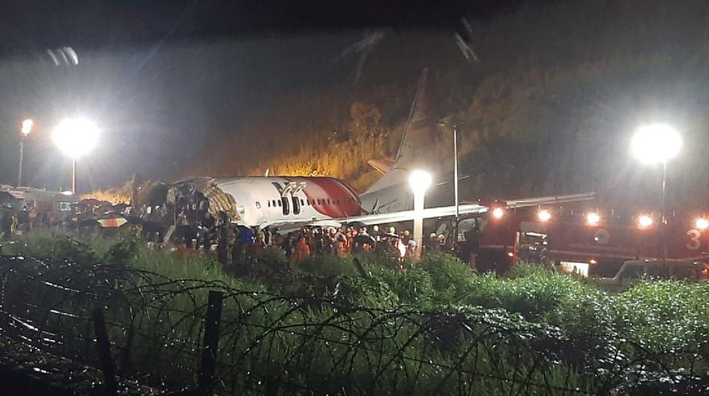 Penampakan Pesawat India yang Terbelah Dua di Bandara Calicut