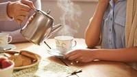 Panaskan Air untuk Bikin Teh, Lebih Baik Pakai Microwave atau Teko?