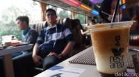 Foto: Nikmatnya Ngopi Santuy Sambil Keliling Kota Bandung