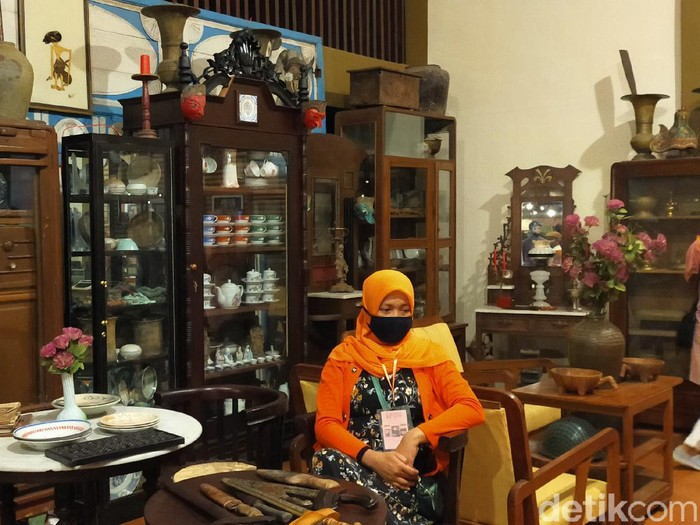 Kerinduan para pencinta barang antik di Banyuwangi terobati dengan hadirnya Pameran Blambangan Antik. Berbagai barang antik asli Banyuwangi dipajang di Kantor Kecamatan Kota Banyuwangi. Kegiatan ini digelar dengan protokol kesehatan yang ketat.