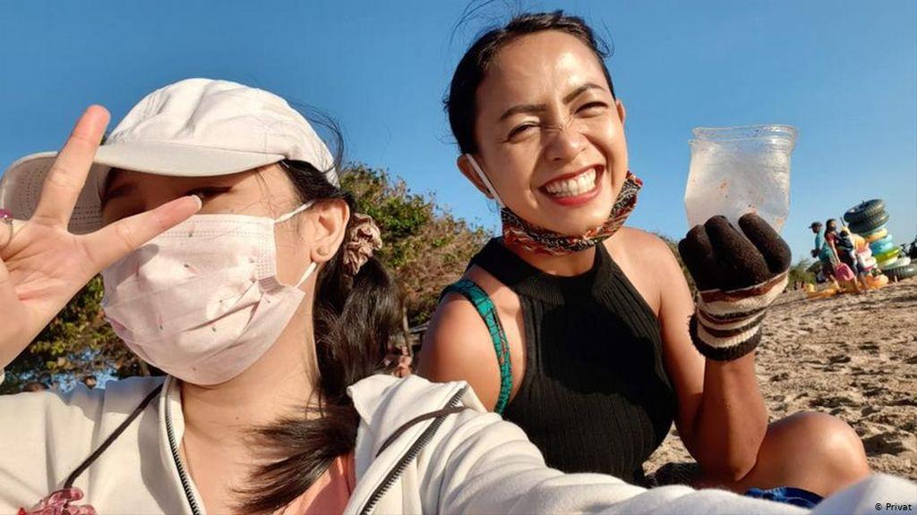 Redam Depresi Akibat Corona, Wanita di Bali Ini Lakukan Aksi Bersih Pantai
