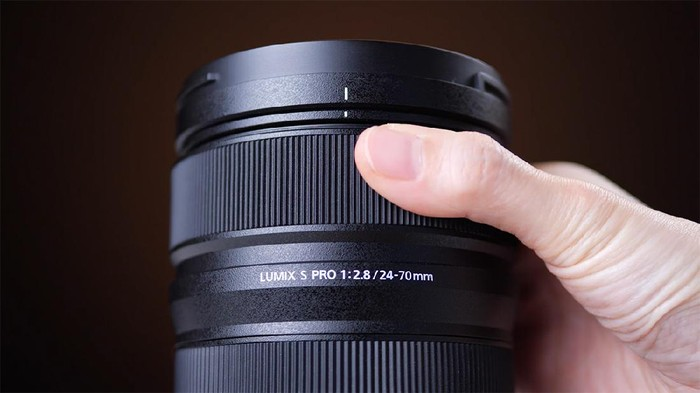 Review lensa Lumix S-Pro 24-70mm f/2.8