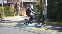 Warga Sebuah Kampung di Sidoarjo Sambut HUT RI dengan Bikin Jalur Pesepeda