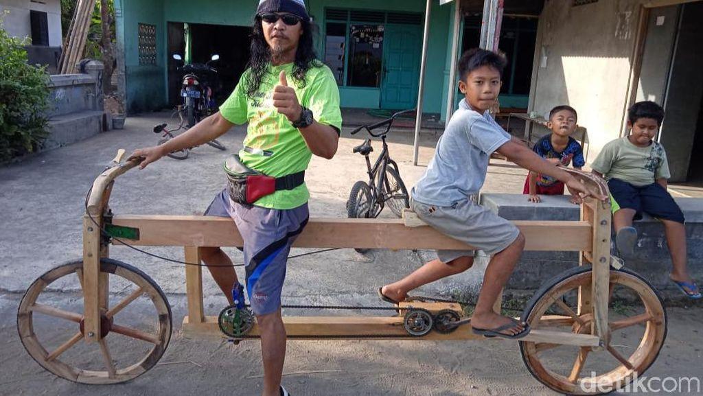 Melihat Sepeda Ontel Dua Muka Berbahan Limbah Kayu di Klaten