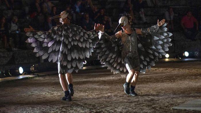 Kementrian Kebudayaan Yunani mengizinkan teater kuno kembali melakukan pertunjukkan dengan protokol keamanan COVID-19 yang ketat.